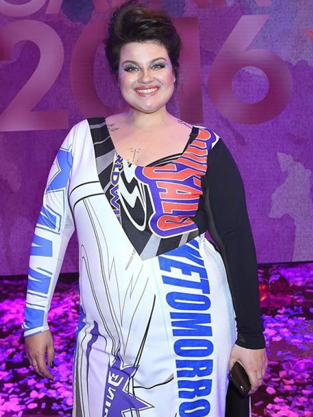 Kakan i en klänning designad o sydd av Sara_Lovise Ewersson på Fördjupningsår kreativayrken